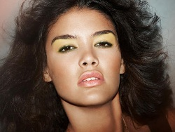 green eye shadow on tan or tawny skin tones