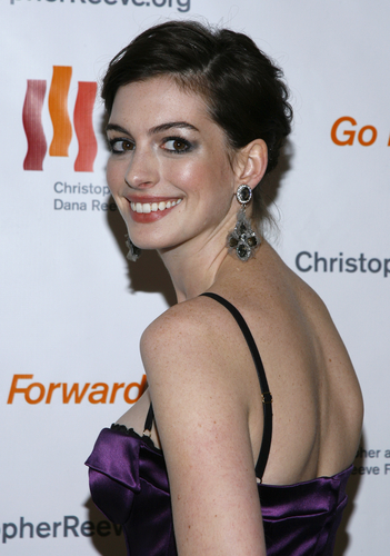 How to Dress Like Anne Hathaway