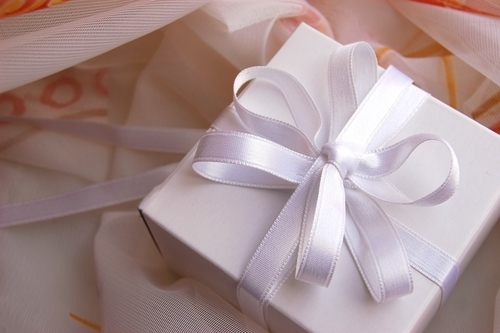 How to Buy Wedding Gifts
